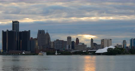 mi : Detroit Skyline from Belle Isle as darkness falls 4K Stock Footage