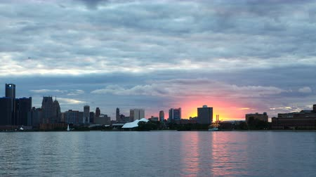 mi : Timelapse of Detroit Skyline from Belle Isle day to night 4K