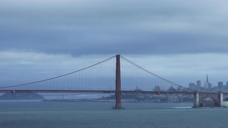 tava : Timelapse pan of the Golden Gate Bridge across the bay 4K
