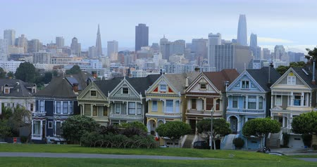 viktoriánus : Painted Ladies townhouses in San Francisco, California 4K Stock mozgókép