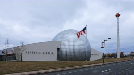 Массачусетс : Timelapse of the Naismith Memorial Basketball Hall of Fame, Springfield, Massachusetts 4K Стоковые видеозаписи