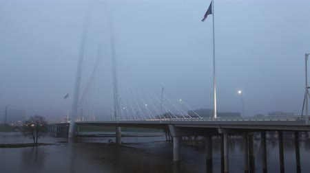 маргарита : Traffic on the Margaret Hunt Bridge on foggy morning in Dallas 4K Стоковые видеозаписи