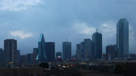 que vale a pena : Day to night timelapse of the Dallas skyline 4K