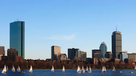 bulutsuz : Timelapse of the Boston, Massachusetts skyline across the harbor 4K