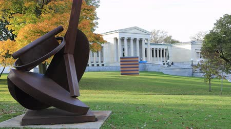 galerie : Timelapse van de Albright-Knox Art Gallery, Buffalo, New York 4K Stockvideo