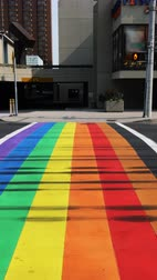 orgullo gay : Cinemagraph, en bucle, vertical, LGBT Crosswalk en Hamilton, Ontario, Canadá Archivo de Video