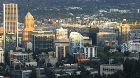 Орегон : Timelapse Portland, Oregon skyline in the evening 4K