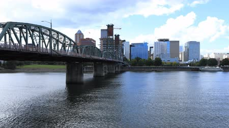 Орегон : Timelapse Portland, Oregon skyline and bridge the Willamette River 4K Стоковые видеозаписи