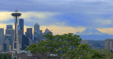 Вашингтон : Seattle, Washington skyline with Mount Rainier 4K