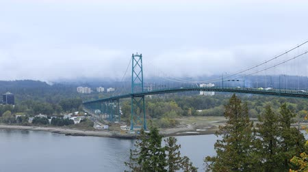 ingiliz columbia : Timelapse Scene of Lions Gate Bridge in Vancouver, Canada 4K