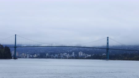ingiliz columbia : Timelapse Lions Gate Bridge in Vancouver, Canada on foggy day 4K