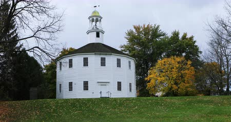 vallási : Old Round Church in Richmond, Vermont 4k. Built in 1812, it is a rare sixteen-sided meeting house which housed five denominations