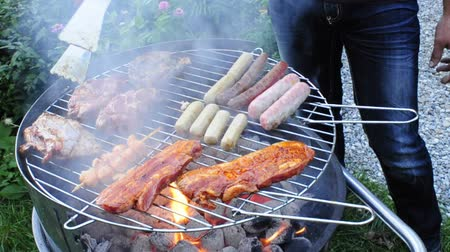 grelha : barbecue with meat and sausage
