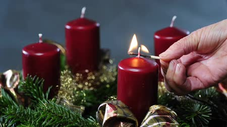 adviento : 1.Advent, ignating la primera vela
