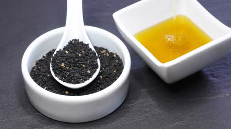 cominho : black cumin oil with seeds