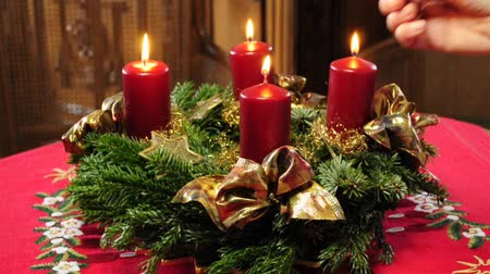 çelenk : advent wreath with burning candles