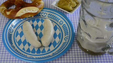 anual : bavarian veal sausage with beer mug