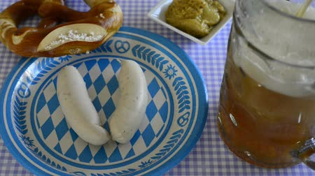 yıllık : bavarian veal sausage with beer mug