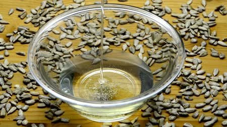 girassóis : Sunflower oil with sunflower seeds