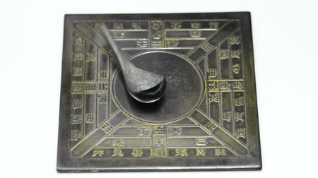 pusula : Chinese spoon compass, reproduction of a compass o the Han dynasty Stok Video