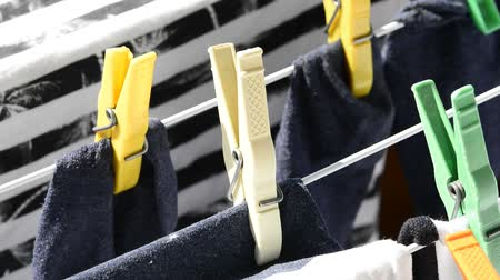 varal : Socks on clothes line with clothespins