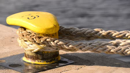 cordas : Bollard with rope