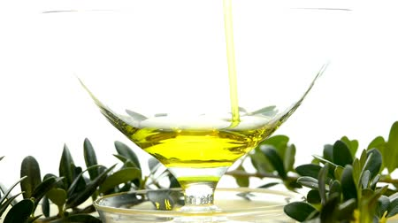 zeytinyağı : Olive oil running into a glass bowl