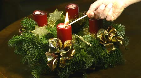 feixes : Advent wreath, igniting two candles