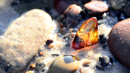 baltské moře : Amber in the surf of the Baltic sea and amber on turn table Dostupné videozáznamy