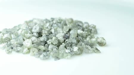 klenot : Raw diamonds on a turn table