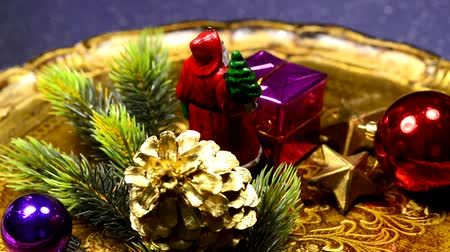 homeopático : Christmas decoration with Santa claus on turn table