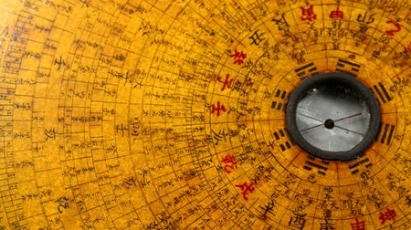 wynalazek : Antique Chinese Feng Shui compass on turn table