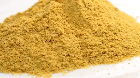 pão de especiarias : Asafoetida powder on a turn table