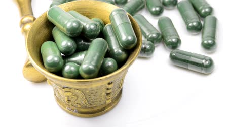 essencial : Spirulina capsules on a turn table
