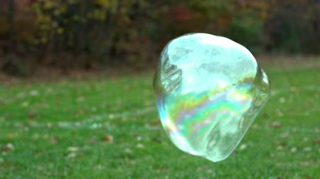 zahmetsiz : slow motion floating bubble