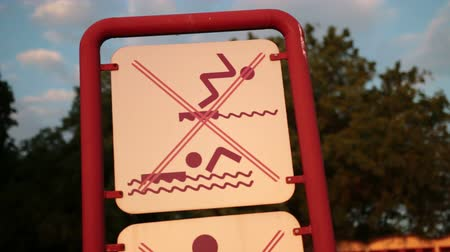 tenger : Sign for a ban on swimming