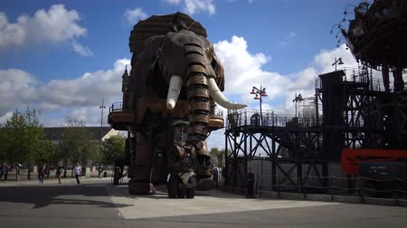 inventor : Elephant machine roaring. This is a tourist attraction in Nant