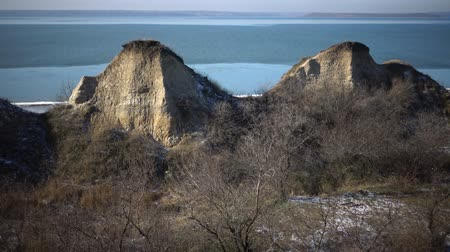 foglalás : Rocks The hump of a camel against the background of water. Tiligul estuary, Ukraine Stock mozgókép