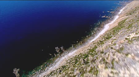 dağ geçidi : Big drop off cliff aerial video footage and low fly pass of remarkable rocks, rocky coastlines, cliff tops and high seaside coastal mountain ranges. Good motion 3D tracking scenes. Betacam 16:9 wide screen converted. Stok Video