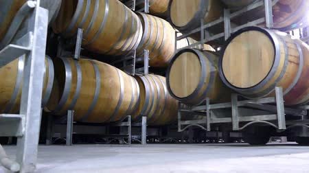 beyaz şarap : Wine barrel storage and production in wine cellar featuring transport and rows of oak wine barrels after vintage harvest. Barossa Valley, clare valley, Coonawarra, Hunter Valley, McLaren Vale, Tanunda