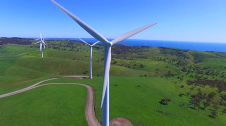 parque eólico : Helicopter aerial view of Wind Farm. Featuring large wind generator turbines creating sustainable energy in South Australia on Fleurieu Peninsula. Spectacular coastline.
