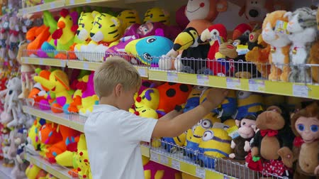 hračka : NOVOSIBIRSK, RUSSIA - July 31,2016: a child in a toy store looking at a product