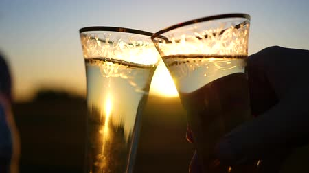 друг : wine glasses clink at sunset