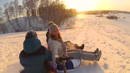 sport dzieci : happy family rides and smiling snowtube on snowy roads.slow motion. snow winter landscape. outdoors sports