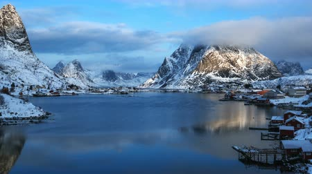 norueguês : timelapse, snow in the Reine Village, Lofoten Islands, Norway