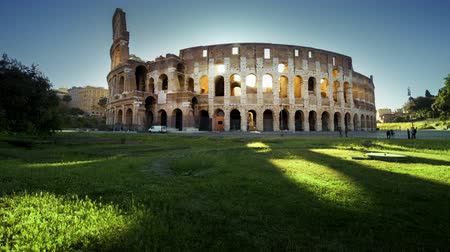 gladiador : Colosseum in Rome and morning sun, timelapse
