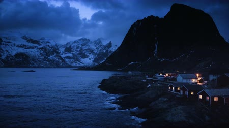 wschód słońca : fisherman village Hamnoy by night, Lofoten Islands, Norway