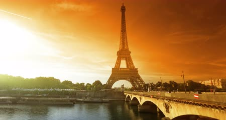 лодки : Eiffel tower, sunset time, Paris. France