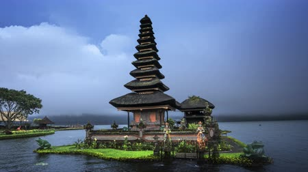 bratan : hyper lapse Ulun Danu Beratan Temple and Beratan Lake, Bali Stock Footage
