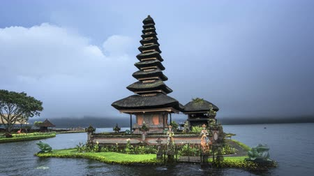 hyper : hyper lapse Ulun Danu Beratan Temple and Beratan Lake, Bali Stock Footage